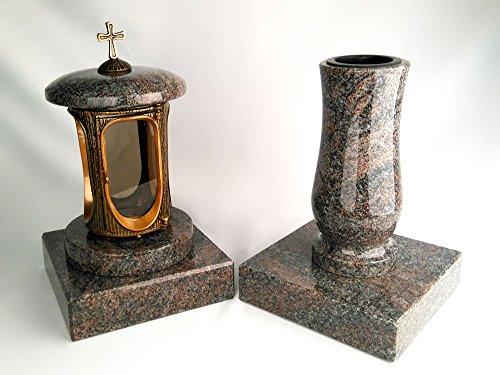 designgrab Grablampe aus messingfarbenem Aluminium in Antikoptik mit Kreuz und Grabvase Taille-medium und 2 Stück Sockel eckig in Granit Paradiso