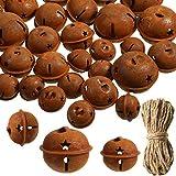 AILINDA campanas de metal oxidado de 6 cm + cascabeles de 4 cm con hilo de yute de 65 pies para manualidades, decoración de adornos de guirnalda de guirnalda colgante de árbol de Navidad (24 piezas)