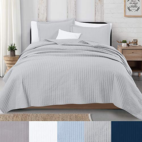 Great Bay Home 3-Piece Detailed Channel Stitch Quilt Set with Shams. Light Gray Full/Queen Quilt Set, All Season Bedspread Quilt Set, Alicia Collection (Full/Queen, Light Gray)