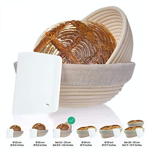 Gärkorb 2er Set + Teigschaber, 2 Gärkörbe für Brot und Brotteig - Peddigrohr (rund, 22 und 25 cm) mit Leineneinsatz, rostfrei geklammert