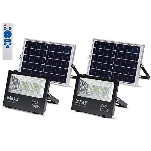 Set 2 Fari Led Esterno 100W con Pannello Solare Luce Bianco 6000K Ultra-Luminoso 1000LM Lampada Faro Faretto con Telecomando Timer e Sensore Crepuscolare Faretti Risparmio Energetico IP65