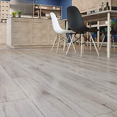 Tablón de suelo de vinilo con efecto madera de roble escandinavo.