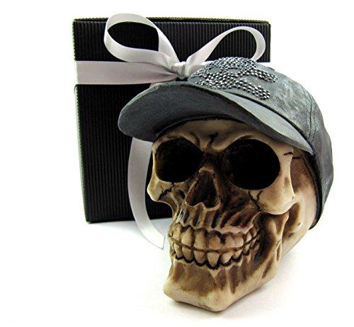 Deko Totenkopf Schädel, Skull, mit Base-Cape im Geschenk-Set, in eleganter schwarzer Geschenk-Box mit Schleifenband, Geschenk für Frauen, Männer, Gothic, Mystik, Fantasy, Party-Geschenk, Halloween