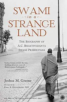 Paperback Swami in a strange land Book