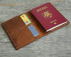 Marrone scuro porta-passaporto di pelle, documenti di viaggio con tasche e carte