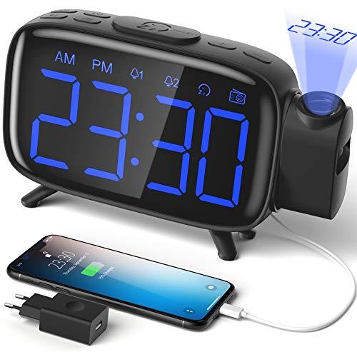 ELEHOT Sveglia Digitale da Comodino Radiosveglia con Proiettore Scrivania Scaffale 4 Livelli Luminosità Proiezione Regolabile 180° 7 Allarmi Snooze Radio FM USB con Adattatore