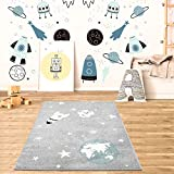 MyShop24h Alfombra infantil para habitación infantil, alfombra de juego, alfombra de pelo plano, diseño de estrella, luna y cohete, color gris, tamaño en cm: 80 x 150 cm