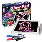 Lasciate che la vostra immaginazione dei bambini Glow con il facile da usare e facile da pulire AMAV Glow. Compatto e leggero, perfetto per mantenere i vostri bambini attivo in movimento. Godetevi sette colori di sfondo intercambiabili con 2pennarel...