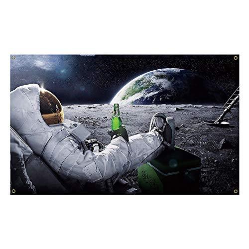 90 x 150 cm Astronauten-Flagge, entspannendes und trinkendes Bier auf dem Mond im Weltraum, Banner für drinnen und draußen, dekorative Flagge