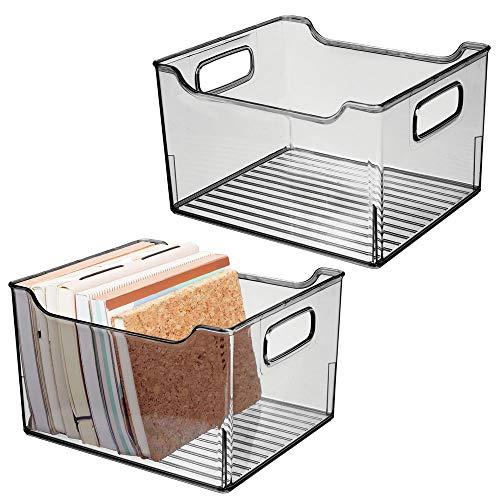 mDesign 2er-Set Aufbewahrungsbox mit integrierten Griffen – zur Aufbewahrung von Küchen-, Badezimmer- oder Büroutensilien – Kunststoffbox für die Schreibtischablage – rauchgrau