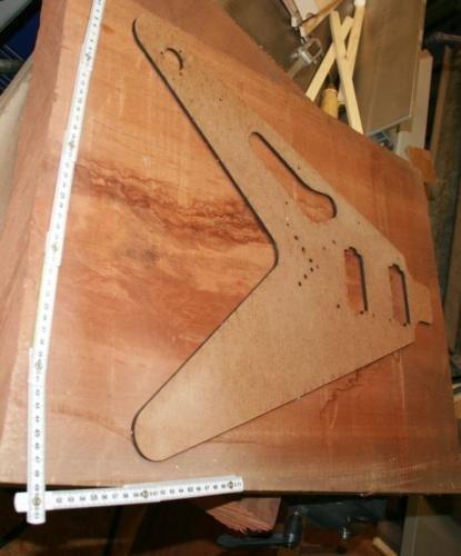 Body Mahagoni Tonholz tone wood Einteiler Flying V Explorer Blank für Gitarre