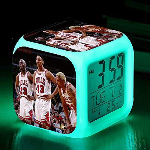Reloj Despertador Digital con Snooze The Bulls Trio Jordan Dios del baloncesto luz de Noche Suave, Pantalla Grande con Hora, Fecha y Alarma, Alarma con Sonido Ascendente, niños regalo de Navidad