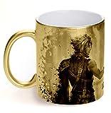 Mug Final Fantasy VII Remake collector édition limitée doré Hauteur : 10 cm Diamètre : 8 cm Composition : céramique sublimé Résiste au micro-ondes et au lave-vaisselle.