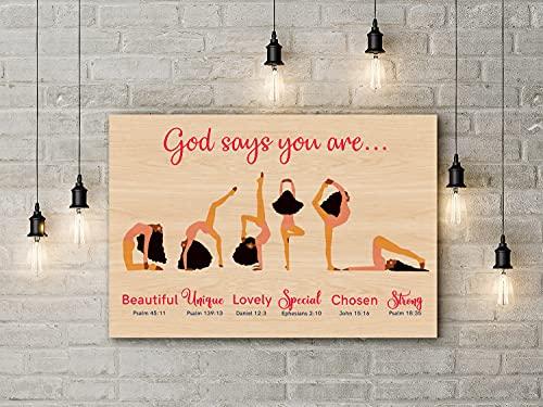 Cartel de yoga con texto en inglés 'God Says You Are Poster Black Girl Yoga Posesyoga para amantes de la Biblia, versículos de la Biblia, yoga, decoración divertida, cartel de metal, 30,5 x 40,6 cm