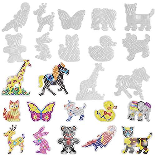 AvoDovA 12 Stück Bügelperlen Platten, Tier Bügelperlen Stiftplatte, Steckplatten Set für Kinder, Kunststoff Bügelperlen Set mit 12 Musterschablonen, Steckperlen Platte für Kinder DIY Bastelbedarf