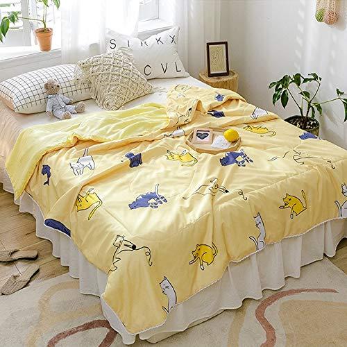 Deken deken dekbed beddengoed lakens sprei bed kinder woonkamer stoel binnen kamer airconditioning TV buiten bank slaapkamer kantoor geel