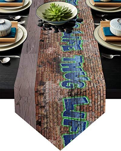 FLDONG Chemin de table, 33 x 228,6 cm, antidérapant en toile de jute, chemin de table pour fête, dîner, vacances, cuisine, décoration de table quotidienne, graffiti Thug Life Brick Wall Street Art