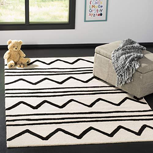 Safavieh Kids Collection SFK907D Handmade Ivory and Black Zig Zag Wool Area Rug (6' x 9')
