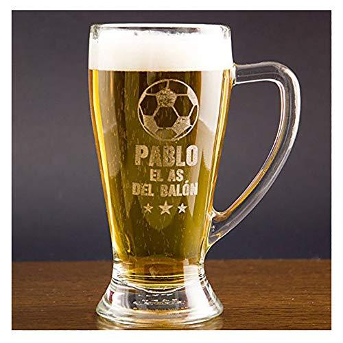 Regalo Personalizable para futboleros: Jarra de Cerveza Baviera grabada con su Nombre, el Texto 'el as del balón' y un balón de fútbol