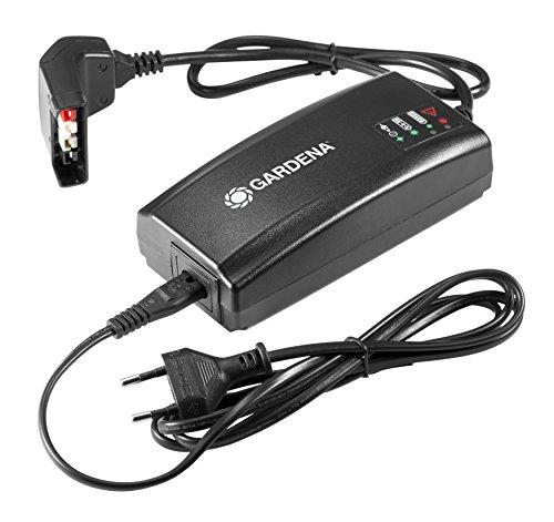 Gardena Schnell-Ladegerät QC40: Zubehör für 40 V Gardena Akkus wie BLi-40/100 oder BLi-40/160, lädt schneller als ein normales Ladegerät, LED Statusanzeige für den Akkustand (9845-20)