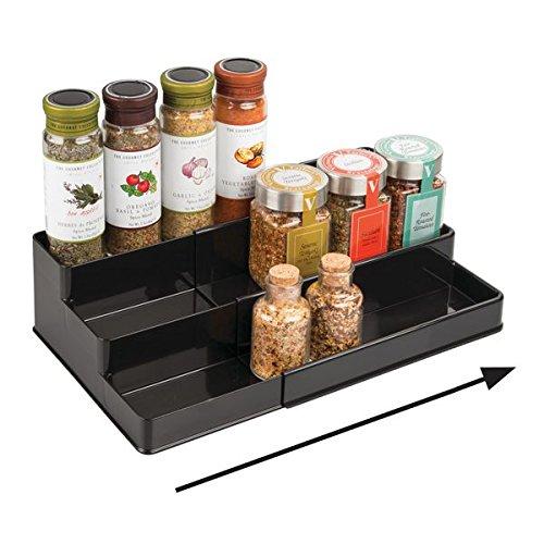 mDesign Especiero extensible para armario de cocina – Estante para especias idóneo como organizador de condimentos, salsas o artículos de pastelería – Anchura adaptable, tres niveles, negro
