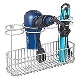 mDesign Soporte de pared para secador de pelo – Práctico estante de baño para guardar el secador y el rizador – Organizador de baño de metal con 4 anillos y cesta de rejilla grande – gris claro
