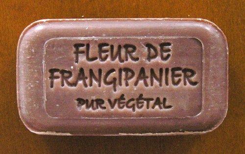 100g handgegossene Seife 'Blüte von Frangipani (Plumeria)' aus Südfrankreich, mit Pflanzenstücken