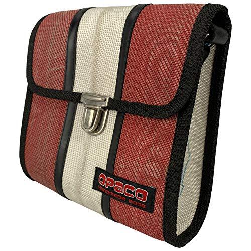 Opaco Nachhaltige Kleine Unisex Cross-Body Tasche aus Recyceltem Feuerwehrschlauch mit Einzigartigen Einsatzspuren und Aufdrucken (Rot mit Weiß)