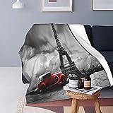 Felpa Manta de Tiro para Todas Las Estaciones Suave Ligero,Imagen artística de la Torre Eiffel París Francia Vintage Car Street Dark Clouds,Manta de Cama Edredón de Viaje para Sofá Cama,60' X 80'