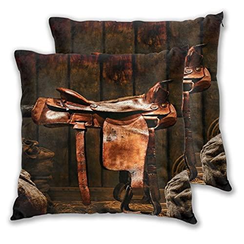 GUVICINIR Juego de 2 Fundas de cojín,American West Legend Rodeo Cowboy Sillín occidental de cuero marrón en un antiguo granero de madera del rancho,Cuadrado Suave Funda de Almohada Sofá Sillas,45x45cm