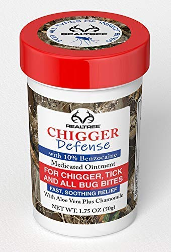 Realtree Chigger Defense - Bug Bite Itch Relief, Soothing Treatment for Mosquito, Red Bug, Flea, Horse Fly, Bee and Jelly Fish Stings 10% Benzocaine Insect bite and Sting Relief