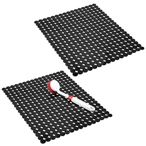 mDesign Juego de 2 alfombrillas para fregadero protectoras – Escurridor de vajilla decorativo extragrande con diseño de puntos – Tapete protector antideslizante y recortable de PVC – negro