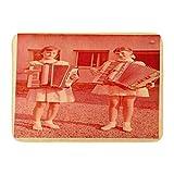 N\A Felpudos Alfombras de baño Alfombra de Puerta para Exteriores/Interiores Rojo Vintage Zvolen Checoslovaquia Circa 1955 Dos niñas Tocando el acordeón 1960 Alfombra de Moda para decoración de baño