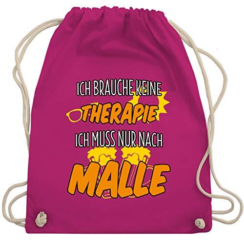Shirtracer Urlaub - Ich brauche keine Therapie ich muss nur nach Malle - Unisize - Fuchsia - tasche mallorca - WM110 - Turnbeutel und Stoffbeutel aus Baumwolle