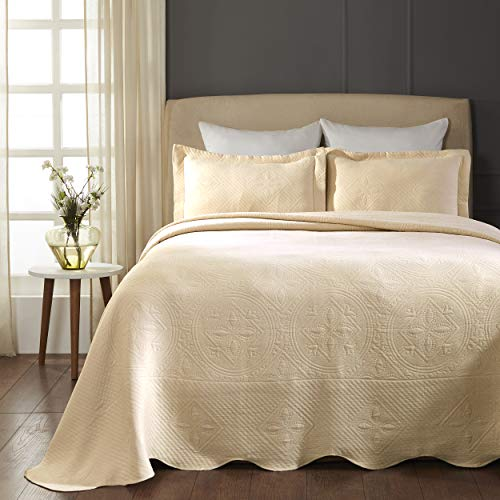 SUPERIOR Celtic Circles Scalloped Bedspread with Matching Pillow Shams, Queen, Ivory