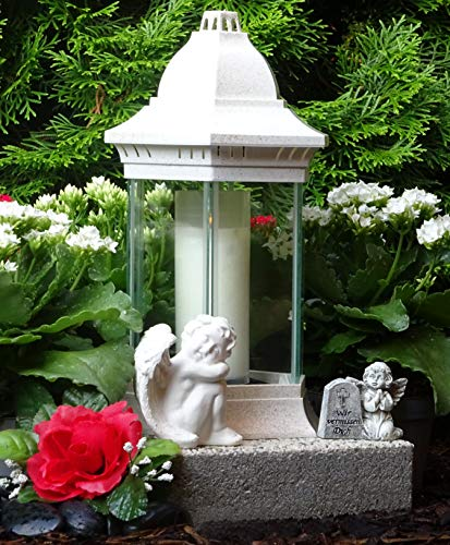 ♥ Grabschmuck Set WIR VERMISSEN Dich Grablampe Weiss 30,0cm mit Sockel Engel und Grabkerze Grabschmuck Grablaterne Laterne Grablicht Kerze Lampe