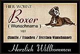 Crealuxe Fussmatte/Hundemotiv - Herzlich Willkommen/Hier wohnt Boxer (Wunschname) mit Familie (Wunschname) - Fussmatte Bedruckt Türmatte Innenmatte Schmutzmatte lustige Motivfussmatte