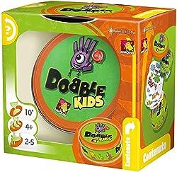 Dobble è un divertente gioco di colpo d'occhio e velocità. 5 mini-giochi in un pratico formato viaggio, in cui i giocatori dovranno essere i più rapidi a trovare il simbolo identico tra due carte La versione Kids è perfetta anche per i più piccoli. S...