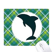 ブルーオーシャン大人しいかわいいイルカ 緑の格子のピクセルゴムのマウスパッド