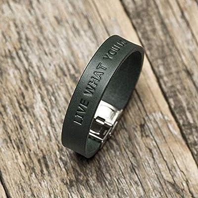 Bracelet personnalisé en cuir italien, tanné végétal, vert, à monogramme, Latitude Longitude GPS
