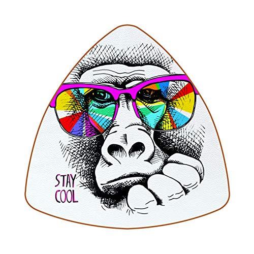 Posavasos triangulares para bebidas, mono en gafas de sol rosas, de cuero, para proteger muebles, resistente al calor, decoración de bar de cocina, juego de 6