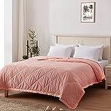 SunStyle Home Daunen-Alternative Decke mit Satin-Besatz, leichte Steppdecke, weiche, dünne Steppdecke für alle Jahreszeiten (Kingsize, Blush Pink)
