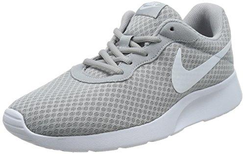 Nike Herren Tanjun Laufschuhe, Grau (Wolf Grau/Weiß), 42.5 EU
