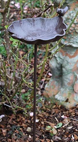 AmaCasa Vogeltränke mit Stab aus Gusseisen und Vogelfigur | Farbe: Dunkebraun | Maße: 85cm | Wundervolle Tränke für Haus & Garten