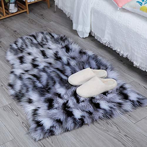 HEQUN Faux Lammfell Schaffell Teppich Kunstfell Dekofell Lammfellimitat Teppich Longhair Fell Nachahmung Wolle Bettvorleger Sofa Matte (Weiß+Schwarz, 60 X 90 cm)