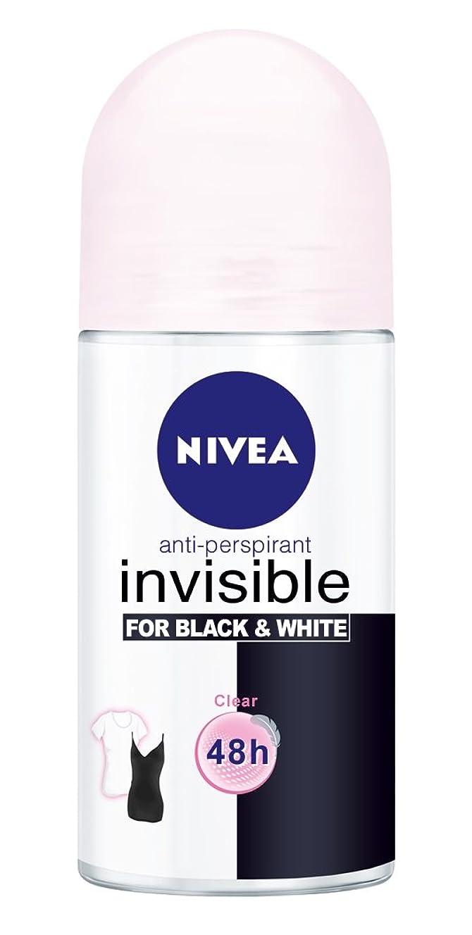 敵朝硬化するNivea Invisible Black And White Clear Anti-perspirant Deodorant Roll On for Women 50ml - ニベアインビジブル黒そして白制汗剤デオドラントロールオン女性のための50ml