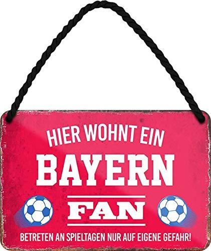 Blechschilder Hier wohnt EIN Bayern Fan/Offizieller Bayern Fan/Ich Bin Bayern Fan Deko Metallschild Schild Artikel Geschenk zum Geburtstag oder Weihnachten (A - Rot (18x12))