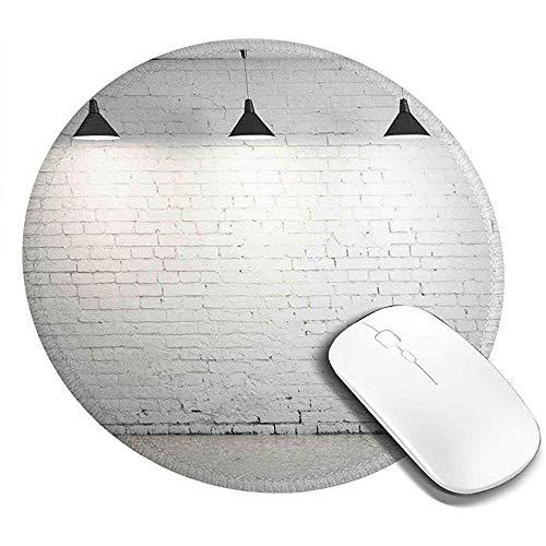 Ronde muismat, metselwerk betonnen kamer met drie plafondlampen modern minimalistisch ontwerp, antislip gaming muismat