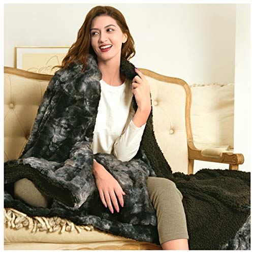 Faux Fur Blanket, Cushion Cover for Free, Double/Twin Size (150 x 200cm) Large Fleece Throw Reversible Warm Fluffy Soft Thick Luxury Blankets for Bed Sofa and Couch