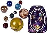 Out of the blue Juego de canicas de cristal con diseño de sistema solar y canicas en los colores de nuestros planetas y sol.